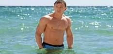 Стани Агент 007 на плажа като Даниъл Крейг